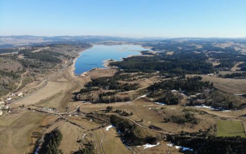 Le Lac de Naussac du côté de Briges. Photo : Dylan Wasselin